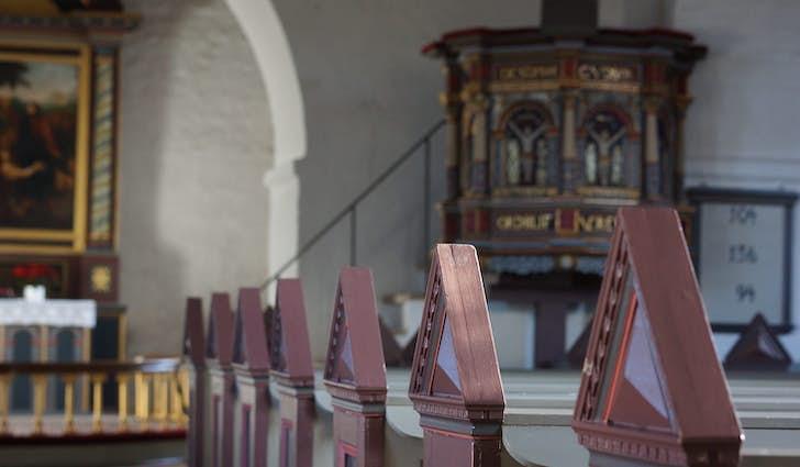 Ansager Kirke lige midt i byen