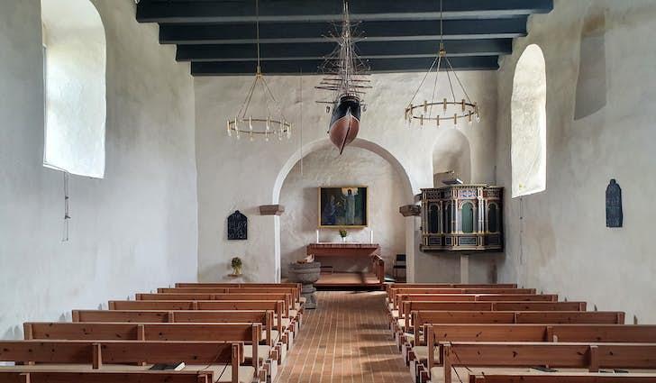 Trans Kirke - på kanten af havet