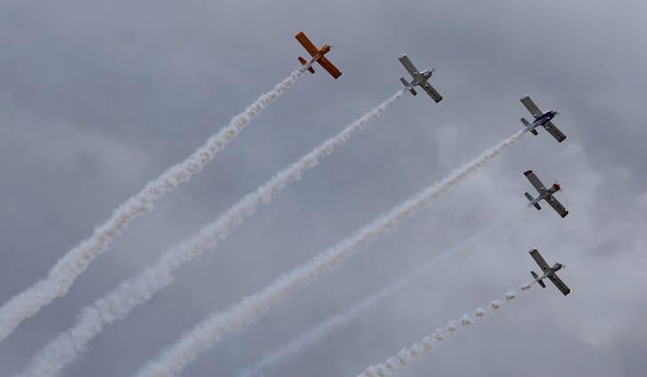 Fem propelfly i formation - Vestjyllands Lufthavn i Stauning
